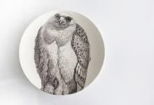 susan-hipgrave-jagdfalk-falco-arcticus-2011-black-underglaze-on-walker%e2%80%99s-superior-white-porcelain
